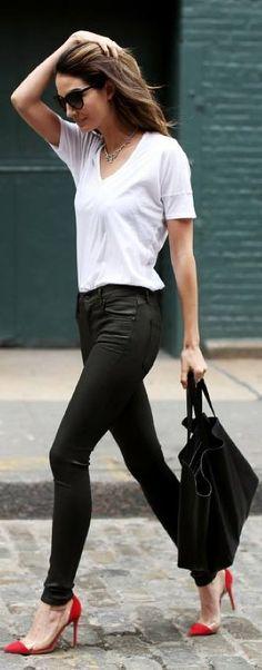 Hoy pantalones encerados, zapatos de tacón y unas buenas gafas de sol!