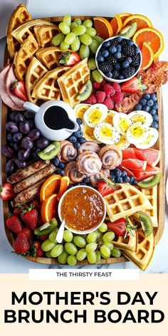 This epic Mothers Day brunch board is full of your favorite breakfast and brunch ideas all on one charcuterie board. Its easy to make for all holidays includes waffles fruit and more! Charcuterie Recipes, Charcuterie Board, Breakfast Platter, Mother's Day Breakfast, Breakfast Picnic, Mothers Day Dinner, Party Food Platters, Brunch Party, Brunch Table