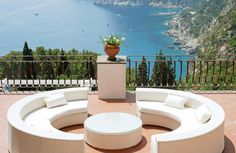 These hotels are ideal to enjoy quality service and comfortable rooms even on a budget. See the full collection! Capri Island, Affordable Hotels, Outdoor Furniture Sets, Outdoor Decor, Italy, Patio, Luxury, Budget, Rooms