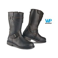 The Stylmartin Legend R Boots combines elegant design with exceptional comfort and protection. Underneath the full grain leather lies a waterproof breathable...