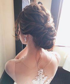 竹本 実加 / MY DRESSER代表さんはInstagramを利用しています:「昨日の挙式より♡ 海外挙式のようなセンスが 沢山散りばめられたナチュラルウェディングに 合わせてアレンジしたゆるシニヨン。 . 挙式はロングベールでシンプルに、 披露宴ではボリュームたっぷりの アンティークカラーの生花を飾って 華やかにチェンジ。💐 .…」 Korean Wedding Hair, Wedding Hair And Makeup, Hair Makeup, I Like Your Hair, Big Hair, Bridal Hairdo, Wedding Updo, Kawaii Hairstyles, Bride Hairstyles