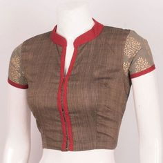 Handcrafted Cotton Blouse With Collar Neck & Boondi Edging Back 10028843 Cotton Saree Blouse Designs, Stylish Blouse Design, Fancy Blouse Designs, Designer Blouse Patterns, Design Patterns, Blouse Models, Collor, Blouse With Collar, Sarees