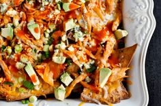 Gameday & Super Bowl food: Layered baked buffalo chicken nachos. holy wow.