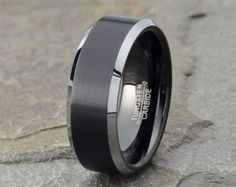 Black Brushed Tungsten Wedding Band Mens door LALaserEngraving