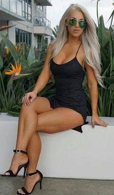 laci kay. i love her hot lbd & black strappy heels!!