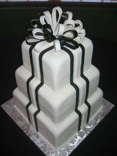 Black and white wedding ideas #weddingcake