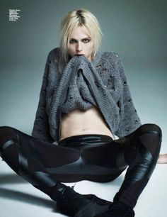 Moda is the latest glossy to feature androgynous model Andrej Pejic, and the Polish publication takes its inspiration from seventies glam… Human Poses Reference, Pose Reference Photo, Beautiful Boys, Beautiful People, Fashion Photo, Fashion Models, Fashion Women, Androgynous Models, Long Haired Men