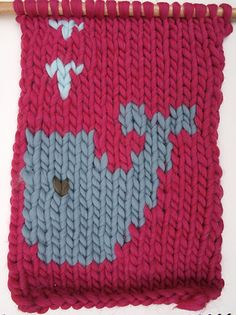 How to knit shapes and designs on wool (intarsia)