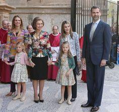 http://blog.hola.com/fashionassistance/2013/04/consigue-la-chaqueta-que-dna-letizia-llevo-en-la-misa-de-pascua-en-palma.htmlConsigue la chaqueta que Dña. Letizia llevó en la Misa de Pascua en Palma | Fashion Assistance