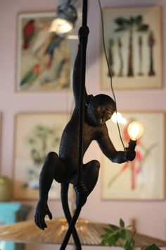 https://homestock.nl/shop/verlichting/hanglampen/seletti-hanging-ceiling-monkey-zwart-buiten-proof/