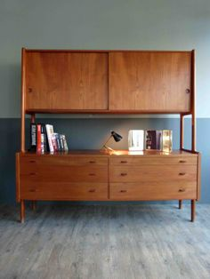 A drawer storage unit created by Hans J. Wegner for Ry Mobler in 1955 made of a teak material. Mcm Furniture, Design Furniture, Home Decor Furniture, Vintage Furniture, Décoration Mid Century, Mid Century Decor, Mid Century House, Mid Century Modern Furniture, Mid Century Modern Design