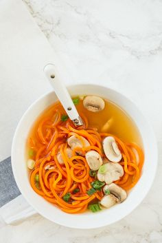 Inspiralized: Easy Clear Onion Soup with Carrot Noodles Healthy Food Blogs, Healthy Eating, Healthy Recipes, Healthy Meals, Clean Eating, Carrot Recipes, Soup Recipes, Carrot Noodles, Spiralizer Recipes