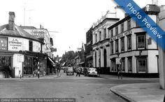The Black Horse (right), West Street, Horsham c.1960.
