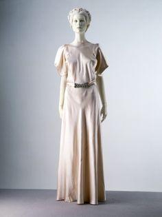 Evening DressMadeleine Vionnet, 1932-1934The Victoria & Albert Museum