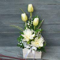 Easter Flower Arrangements, Creative Flower Arrangements, Easter Flowers, Diy Flowers, Spring Flowers, Flower Pots, Floral Arrangements, Flower Box Gift, Church Flowers