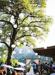 e2b2e47eae8a7 Pompons de papel de seda e lanternas japonesas alegrando ainda mais nosso  dia mais feliz!