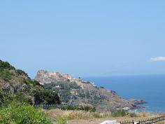 Castelsandro ein netter Ort gebaut auf einem Hügel mit traumhaft schönem Ausblick.