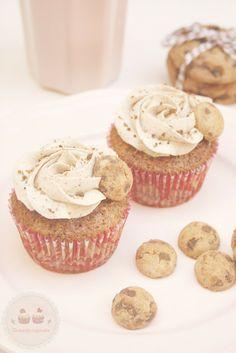 Tu medio cupcake: Vanilla & Chocolate Cupcakes with Cookies Buttercream // Cupcakes de Vainilla y Chocolate con Buttercream de Cookies #cupcakes #vanilla #chocolate #vainilla #buttercream #cookies