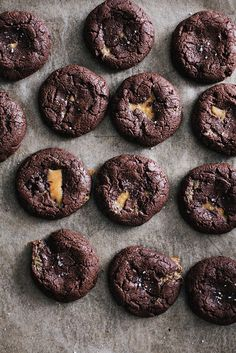 Chocolate cookies with dulce de leche