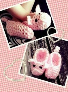 Piggy slippers by Loom Knitting, PICTURE ONLY  but you can find how to loom knit the basic style of slipper on the link. (click the image)  But just add your own ears, face and tail using your imagination.  Oh and the eyes.  .......But aren't these the cutest thing ever.