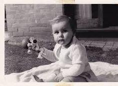 33- John Lennon's early childhood photos