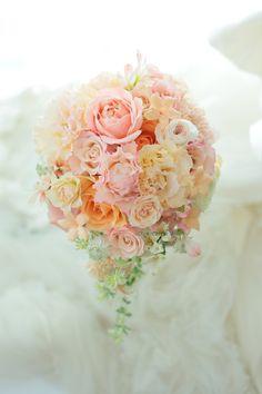 アニヴェルセル豊洲様へのキャスケードブーケでした。  ウエディングカメラマンdapandaさんからの ご紹介の花嫁様でした!ありがとうございまし...