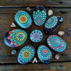 #YuliaArtDots #paintedstones #stoneflower #pebbles #rocks #stones #mandala #dotartwork #dots #dotsandlines #dotting #blackpebbles #art #myart #mysunshine