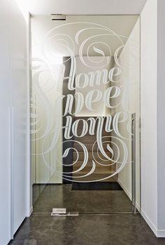 porta de vidro adesivada