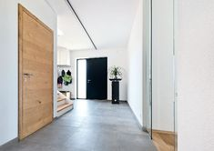 Flat Dynamic - flush interior doors by W.- Flat Dynamic – bündige Innentüren von W. The model catfish inspires with enormous variety and is made especially for you. This model is perfectly integrated into the Premiumline line. Design Hotel, Hotel Hallway, Wooden Sliding Doors, Corridor Design, Wooden Door Design, Hallway Designs, Kare Design, Bedroom Loft, Home Pictures
