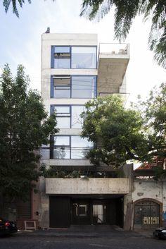 Galería de Edificio de Viviendas Jufre / MONOBLOCK - 1
