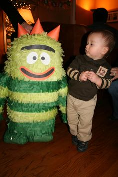 How To: Make a Yo Gabba Gabba Pinata