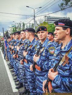 Victory Parade in Donetsk. May 9, 2015 | ▽ 1,2´| 151005 | https://www.pinterest.com/svetlanaantonov/ukrainian-question/