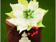 Vianočná ruža a hloh - foto postup Christmas Ornaments, Holiday Decor, Plants, Christmas Jewelry, Plant, Christmas Decorations, Christmas Decor, Planets