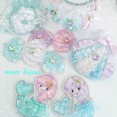 Cute (・ω・)ノ 日本 DIY Pastel handmade JP Cr: mon liiou Tambour Embroidery, Ribbon Embroidery, Bead Crafts, Diy And Crafts, Kawaii Jewelry, Art Textile, Lesage, Diy Hair Bows, Diy Ribbon