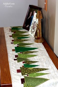 Addy Lou Creates: Handmade Christmas Cheer {Tree Table Runner:Tutorial} These would also be cute placemats! Table Runner Tutorial, Table Runner Pattern, Christmas Projects, Holiday Crafts, Christmas Trees, Christmas 2015, Christmas Runner, Xmas Tree, Christmas Tree Quilted Table Runner