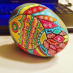 Peces de colores vivos en piedras Manga Boy, Breakfast Food List, Breakfast Recipes, Painted Rocks, Hand Painted, Mandalas Drawing, Stone Painting, Rock Painting, Oatmeal Smoothies
