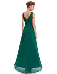 Rochie neagra, eleganta, cu un croi asimetric, dintr-un voal extrem de fin de culoare verde, de un rafinament desavarsit, fiind accesorizata pe bust cu pietre decorative, remarcandu-se prin finete si eleganta.
