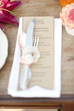 Schöne Idee für das Menü zur Hochzeit im Vintage Look