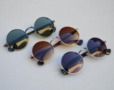Gafas redondas y oscuras