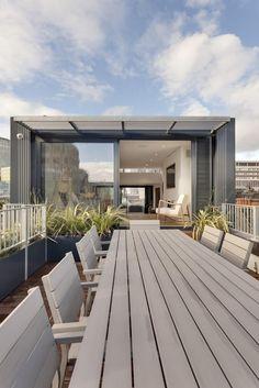 Tageslicht sehen wir Hinweise auf den weiten Blick für Einwohner dieser Startseite, ob innen hinter großen Fenstern oder im Freien auf dem Dach-Terrasse.
