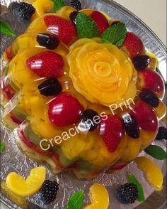 Gelatina transparente con frutas, sabor piña Gelatin Recipes, Jello Recipes, Donut Recipes, Apple Recipes, Mexican Food Recipes, Dessert Recipes, Jello Pudding Desserts, Jelly Desserts, Jello Cake