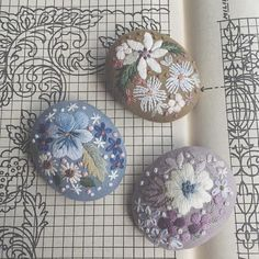 Photo Silk Ribbon Embroidery, Cross Stitch Embroidery, Hand Embroidery, Sewing Art, Love Sewing, Embroidery Online, Embroidery Patterns, Polymer Clay Embroidery, Japanese Embroidery