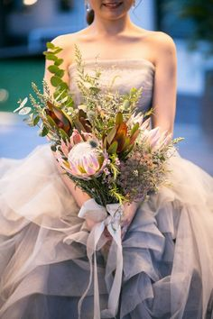 結婚式_ナチュラルウェディング_ガーデンウェディング_おしゃれ_ブーケ Tropical Wedding Bouquets, Protea Wedding, Floral Wedding, Wedding Flowers, Wedding Images, Wedding Themes, Wedding Dresses, Garden Wedding, Dream Wedding