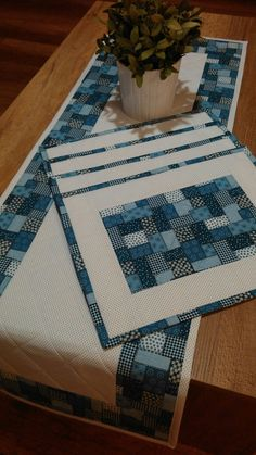 Patchwork, Denim, and Slow 558727897522861380 Patchwork Table Runner, Table Runner And Placemats, Quilted Table Runners, Quilted Table Toppers, Quilted Placemat Patterns, Quilt Patterns, Placemat Ideas, Place Mats Quilted, Patchwork Quilting