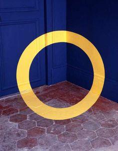 Early Felice Varini optical illusion from 1979 at Quai des célestins.