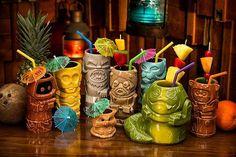 Have you remembered that set of very popular Star Wars Geeki Tiki mugs? Now a new Star Wars Geeki Tiki mugs series 2 has also been available for preorder. Cocina Star Wars, Bars Tiki, Star Wars Gadgets, Tiki Art, Tiki Tiki, Illustration Inspiration, Tiki Lounge, Star Wars Merchandise, Disney Merchandise