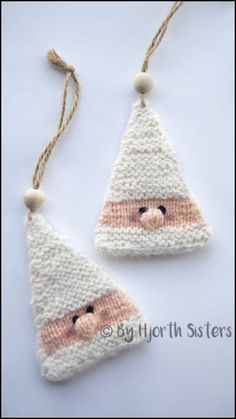 CityHjorthSisters: Free Recipe: Knitted Santa Claus to hang .- CityHjorthSisters: Free Recipe: Knitted Santa Claus to hang up Knitting bordado – Knitting Patterns Free, Free Knitting, Free Pattern, Afghan Patterns, Free Christmas Knitting Patterns, Knitting Toys, Amigurumi Patterns, Knit Christmas Ornaments, Christmas Crafts