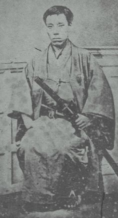 Takasugi Shinsaku (高杉 晋作 27 September 1839 – 17 May was a samurai from the Chōshū Domain of Japan who contributed significantly to the Meiji Restoration.He used the alias Tani Umenosuke (谷梅之助) to hide his activities from the shogunate. Samurai Weapons, Samurai Warrior, Japanese Warrior, Japanese Sword, Photos Du, Old Photos, Meiji Restoration, Geisha, Japanese History
