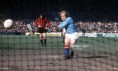 Football Manchester City's Francis Lee scores a goal from the penalty spot Bristol Rovers, Manchester City, Scores, 1970s, How To Memorize Things, Football, Goals, Memories, Fotografia