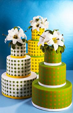 Aerografia su torte di pasta zucchero  http://www.italiancakeart.com/scheda.asp?content=1,103,104,1354,Stencil_pois,01.html